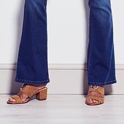 Eve bootcut jeans hem